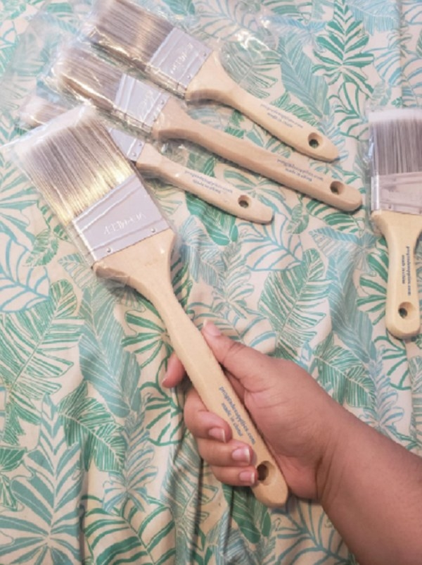 A pack of paint brushes