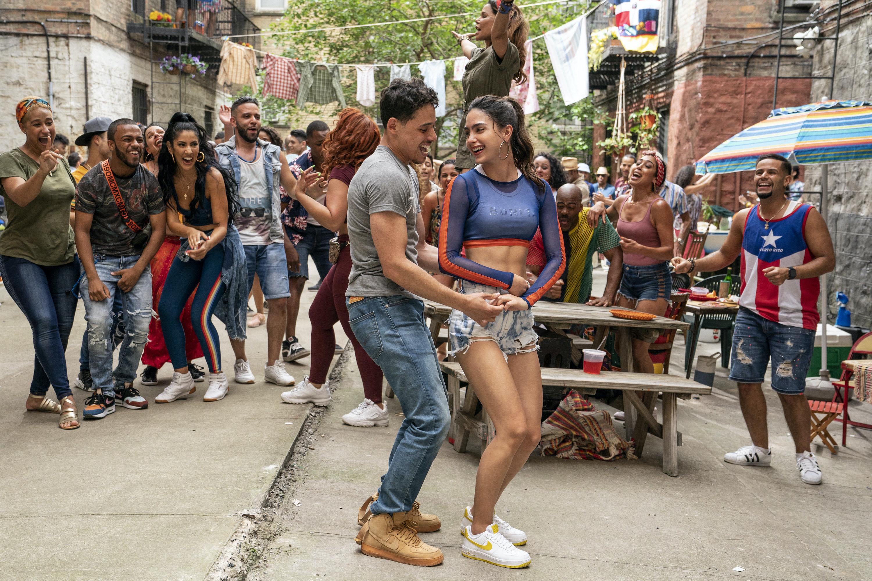 Usnavi and Vanessa dancing in the film