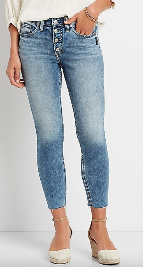 the medium wash cropped jeanson a model