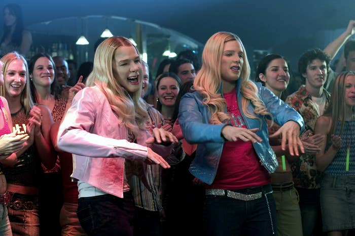 Marlon and Shawn as two white chicks dancing