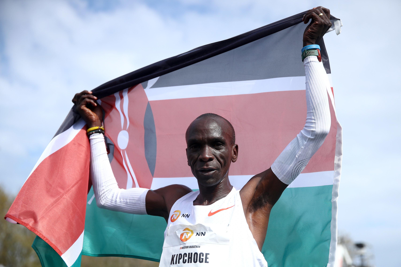 Eliud Kipchoge holds the Kenyan flag