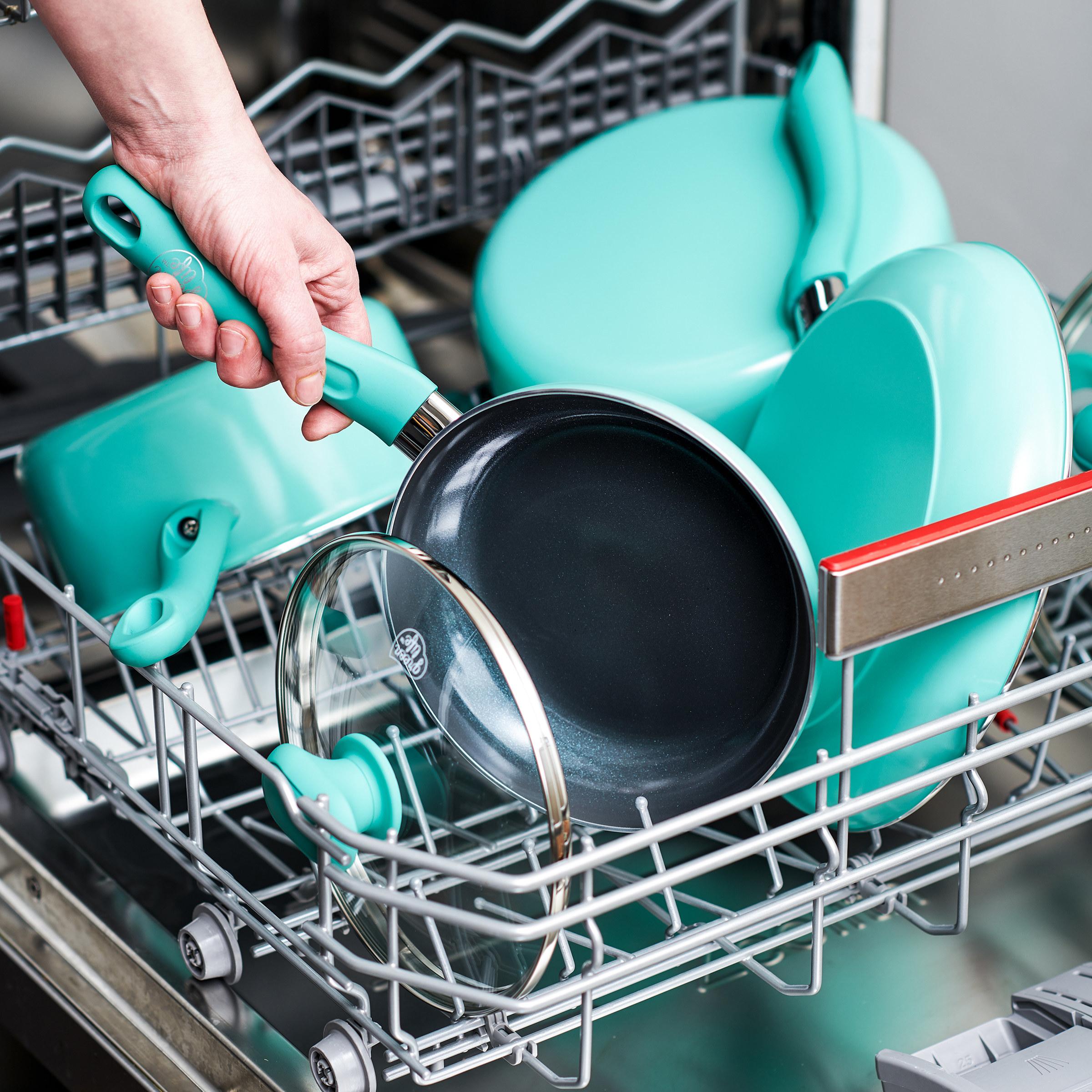 Theturquoise ceramic non-stick saucepan