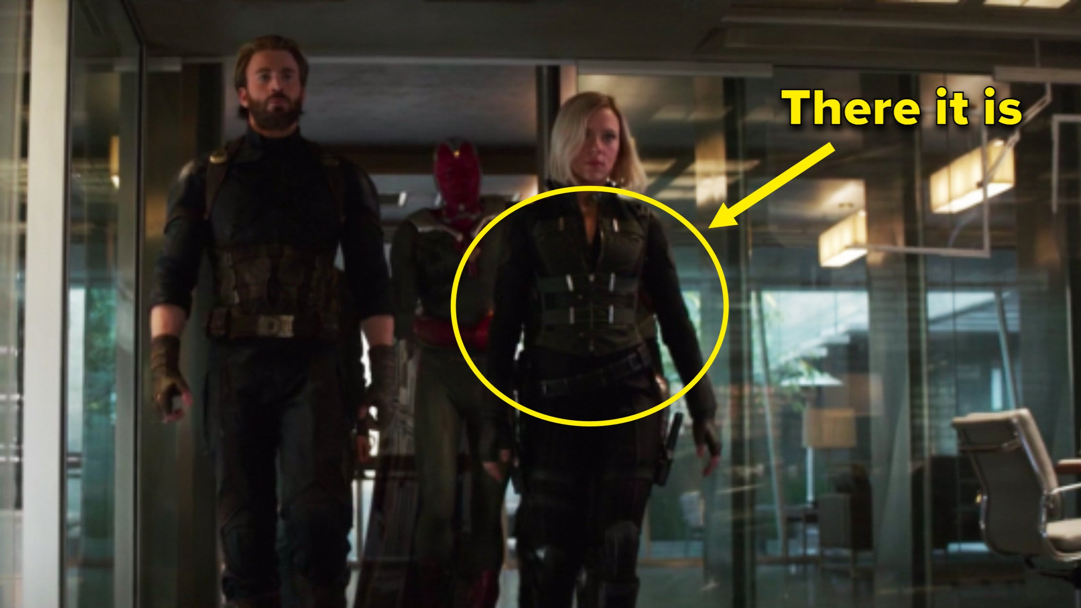 Arrow pointing to Natasha wearing Yelena's vest