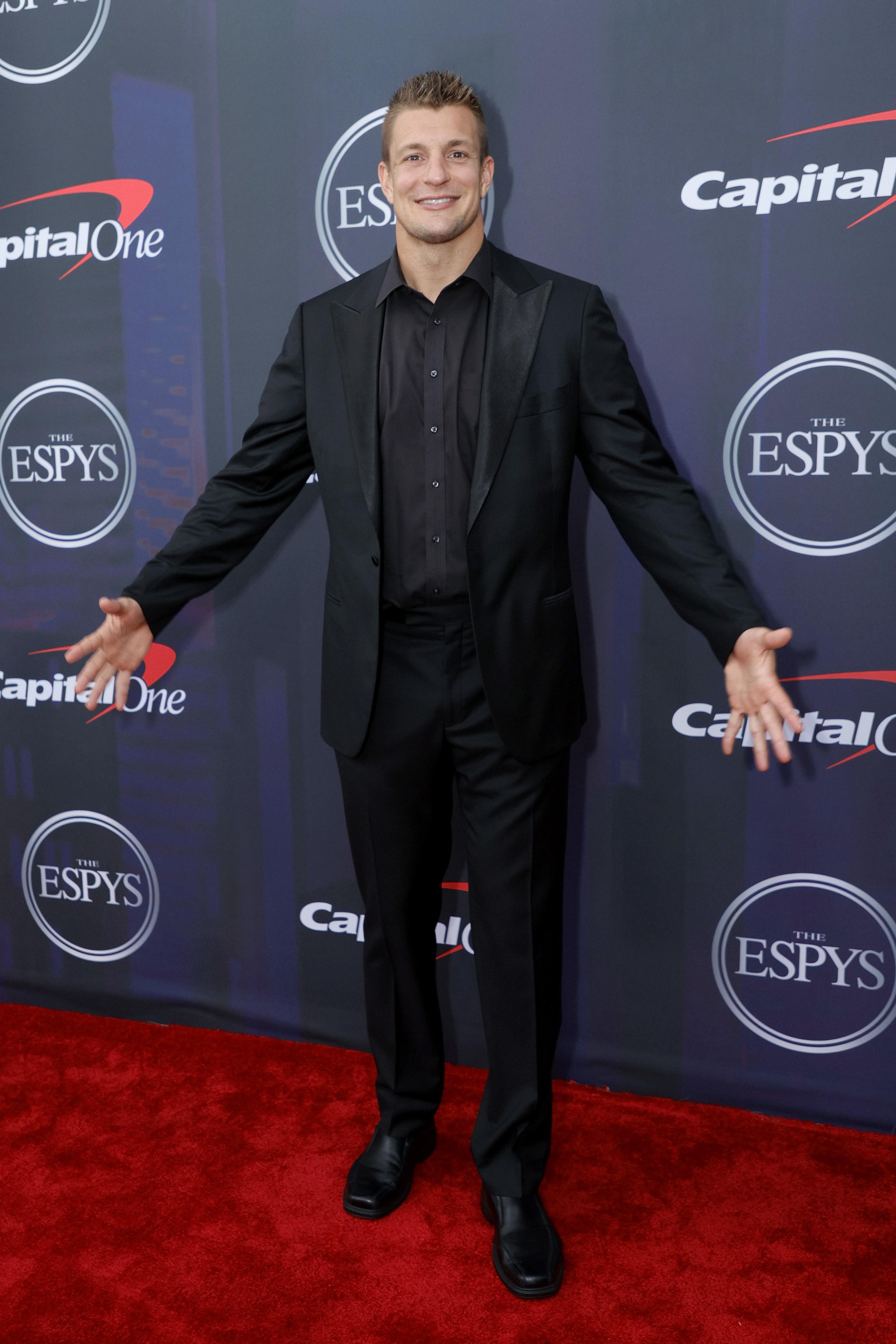 Rob wore matching blazer, shirt, and slacks
