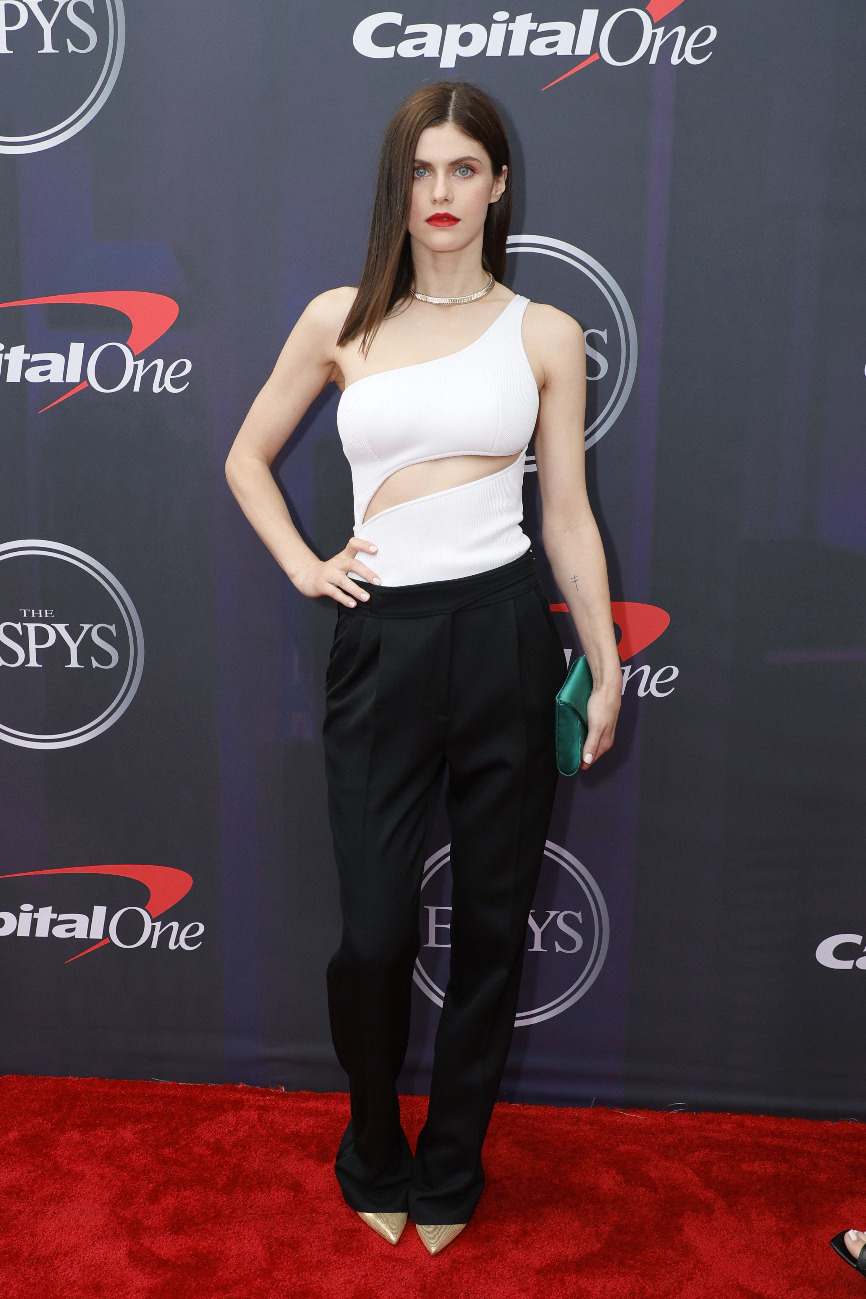 Alexandra wore a one-shoulder two-toned jumpsuit