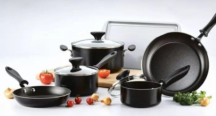 The black pots and pans set