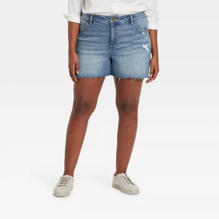 A model wearing jean shorts