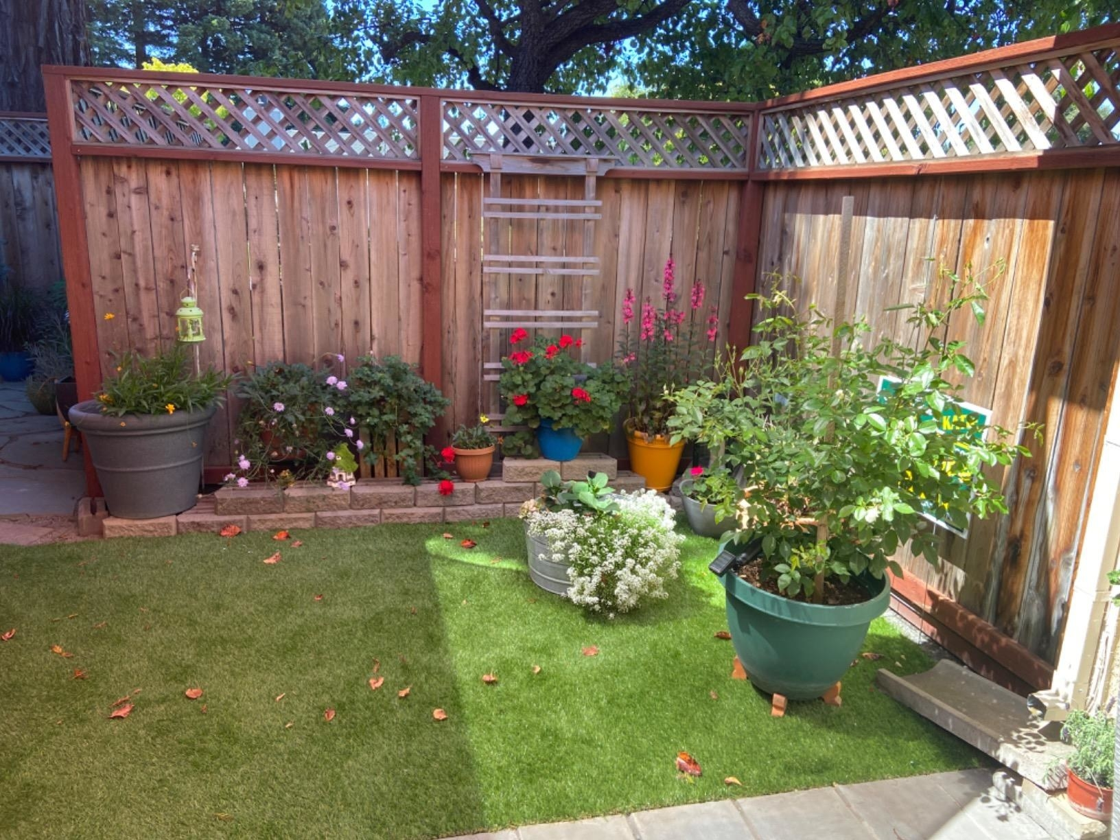 Reviewer photo of fake grass in their garden
