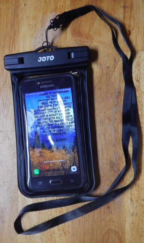 a reviewer's samsung Galaxy phone in the waterproof phone pouch
