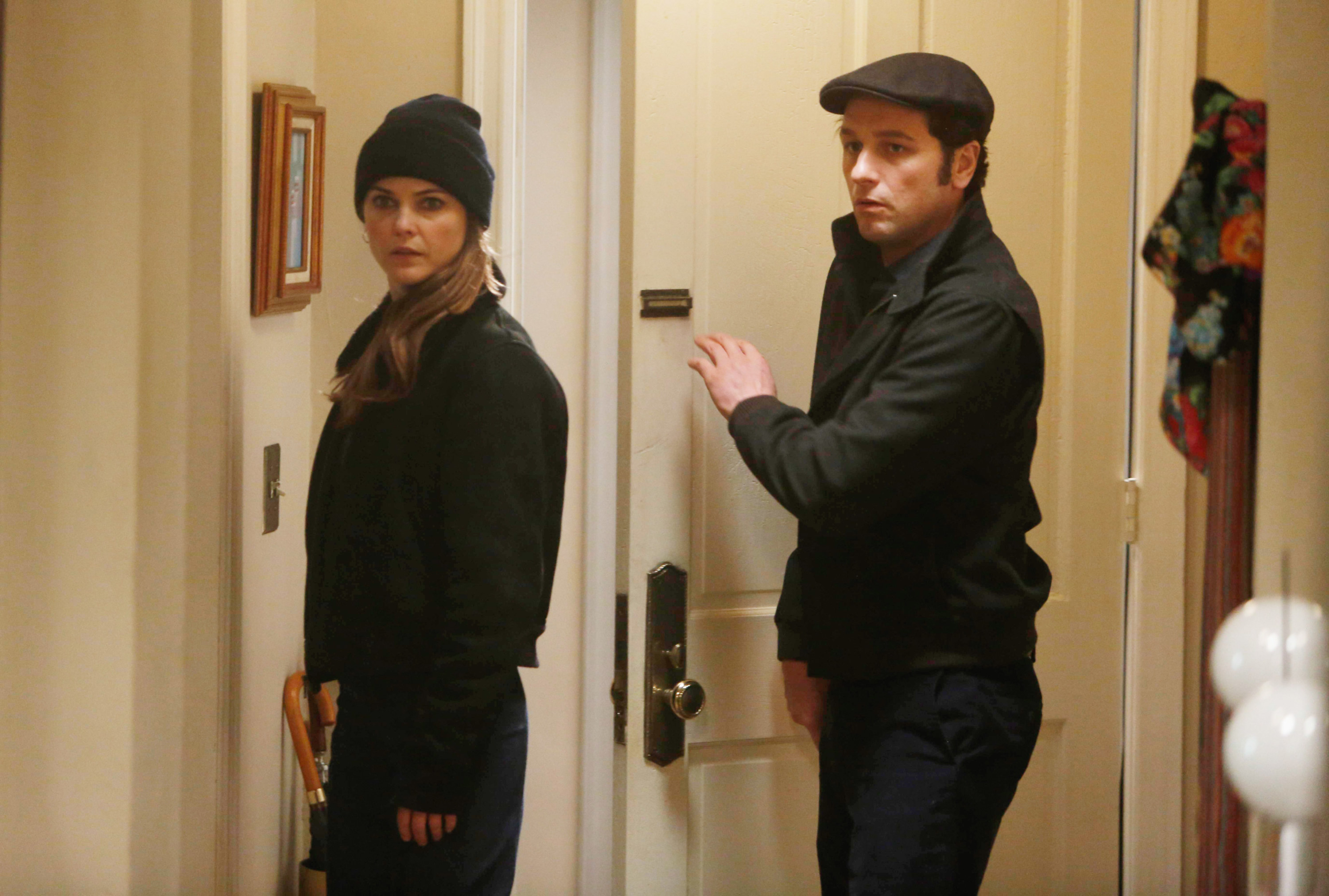 Keri Russell and Matthew Rhys as Elizabeth and Philip Jennings in The Americans
