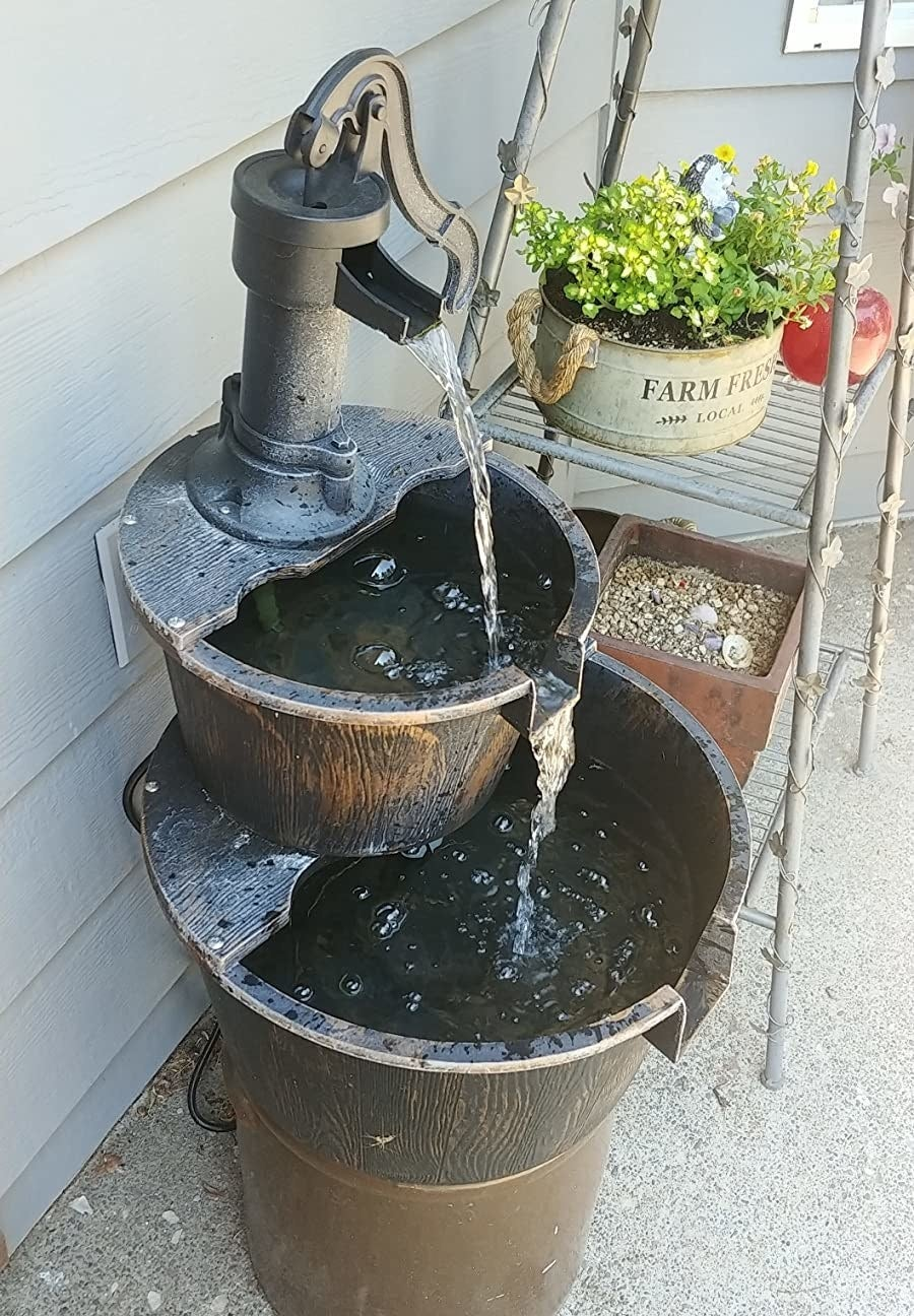A reviewer photo of the fountain with running water
