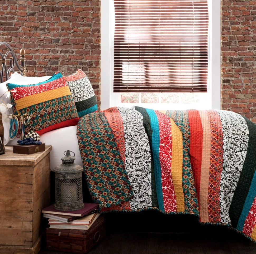 the quilt set on the bed