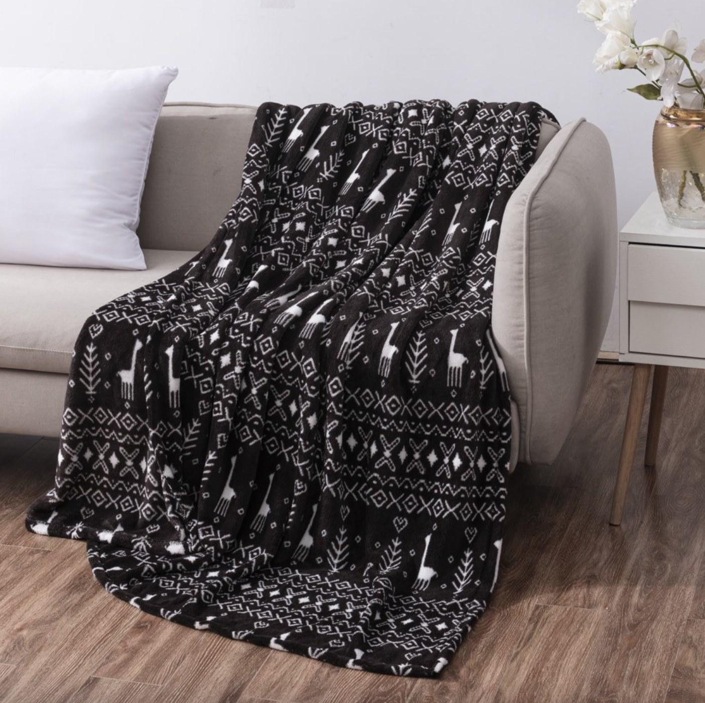 the blanket in black fairisle