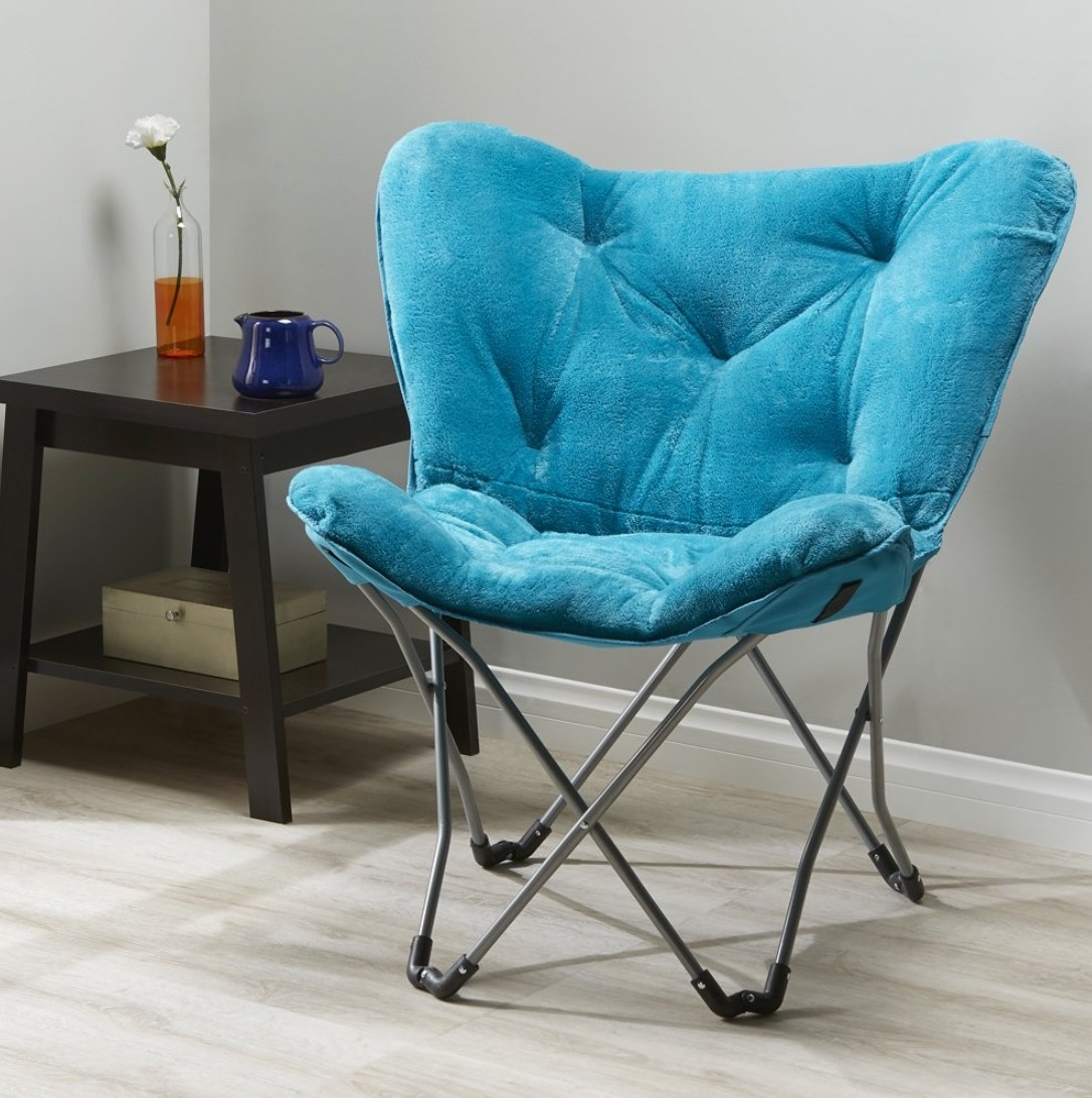 the folding butterfly chair in teal