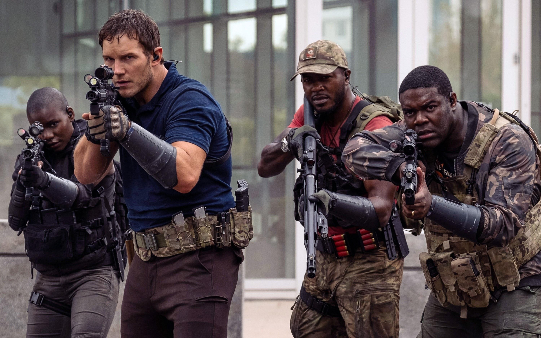 Chris Pratt, Edwin Hodge, and Sam Richardson aim guns