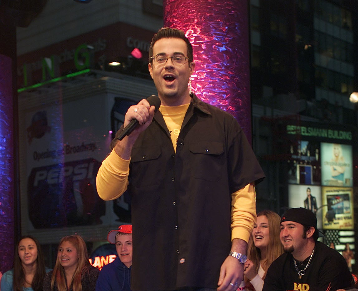 Carson Daly on the set of TRL