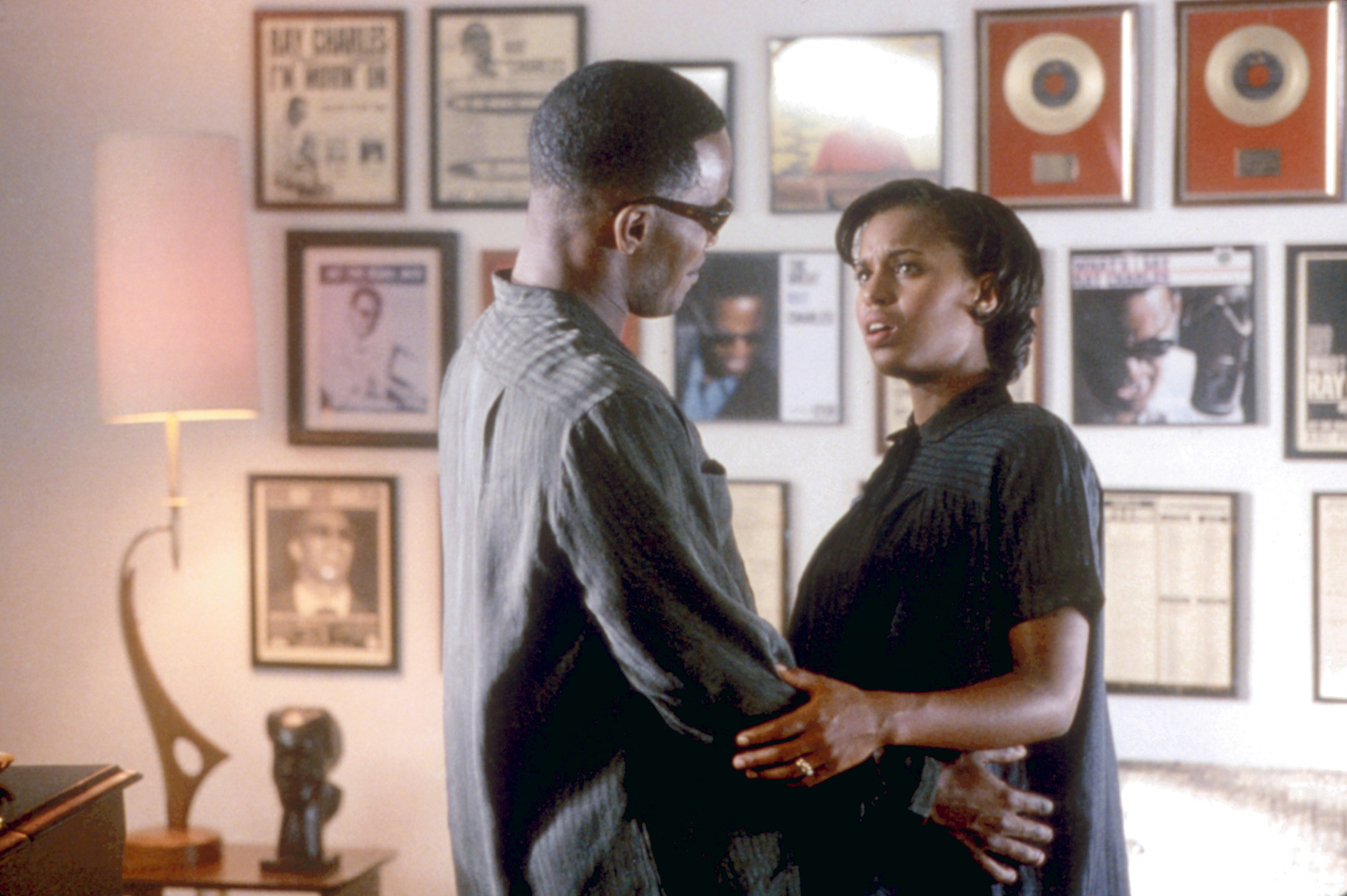 A pregnant Washington and Jamie Foxx as Ray Charles in the film ray