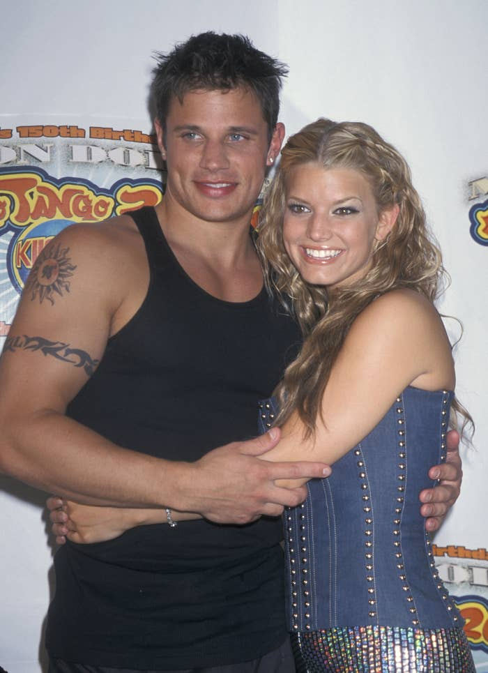 Jessica Simpson and Nick Lachey hugging each other in the early '00s