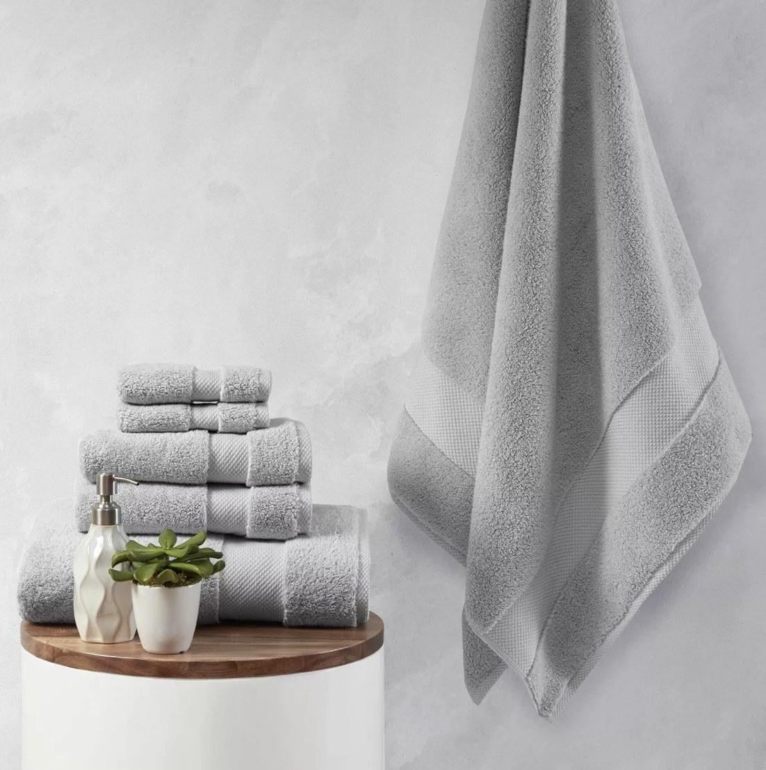 Plush set of bath towels
