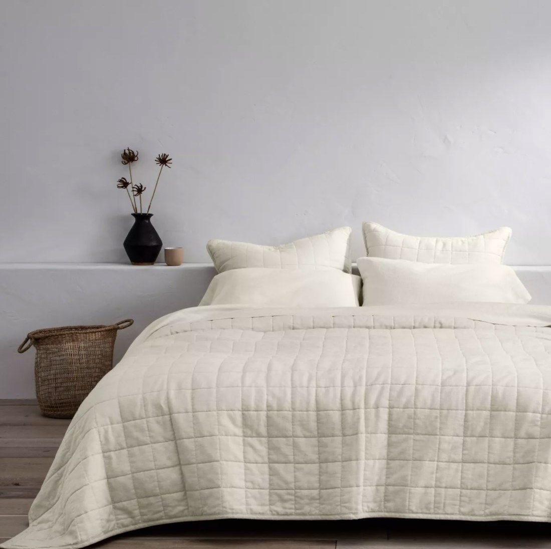 Linen quilt on bed
