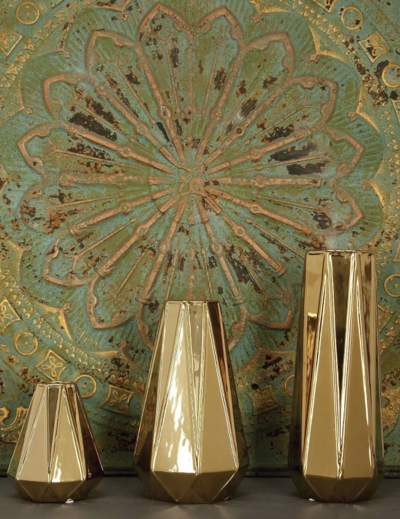 The vases in gold