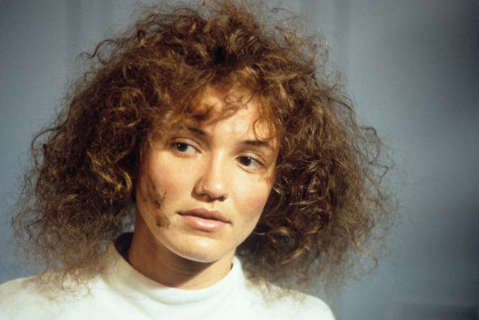 Cameron Diaz with frizzy hair and bad skin in being john malkovich