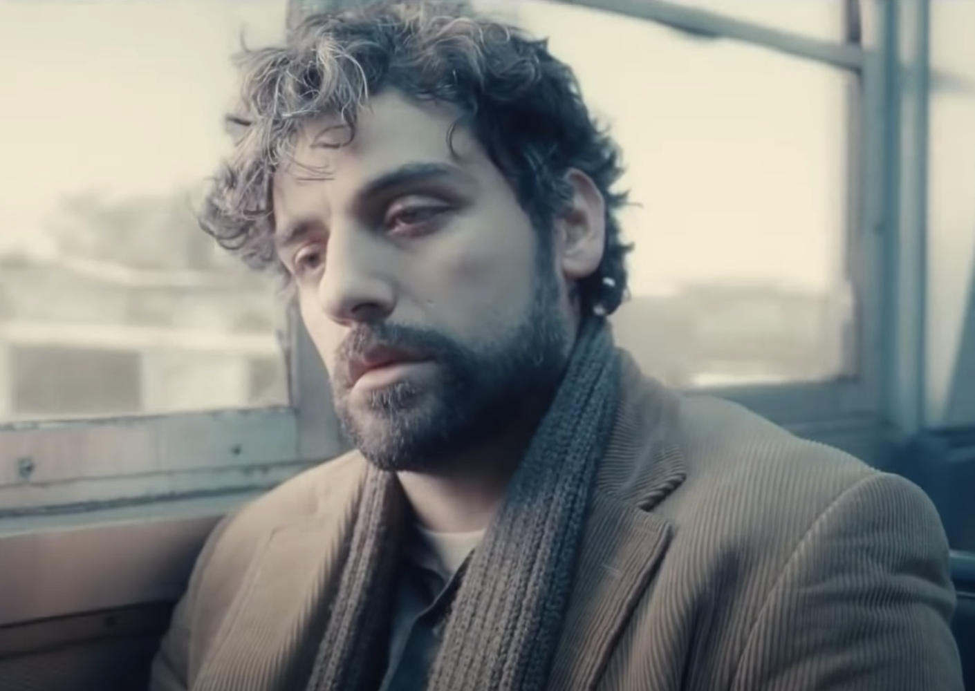 Isaac looks out the window of a subway sadly in inside llewyn davis