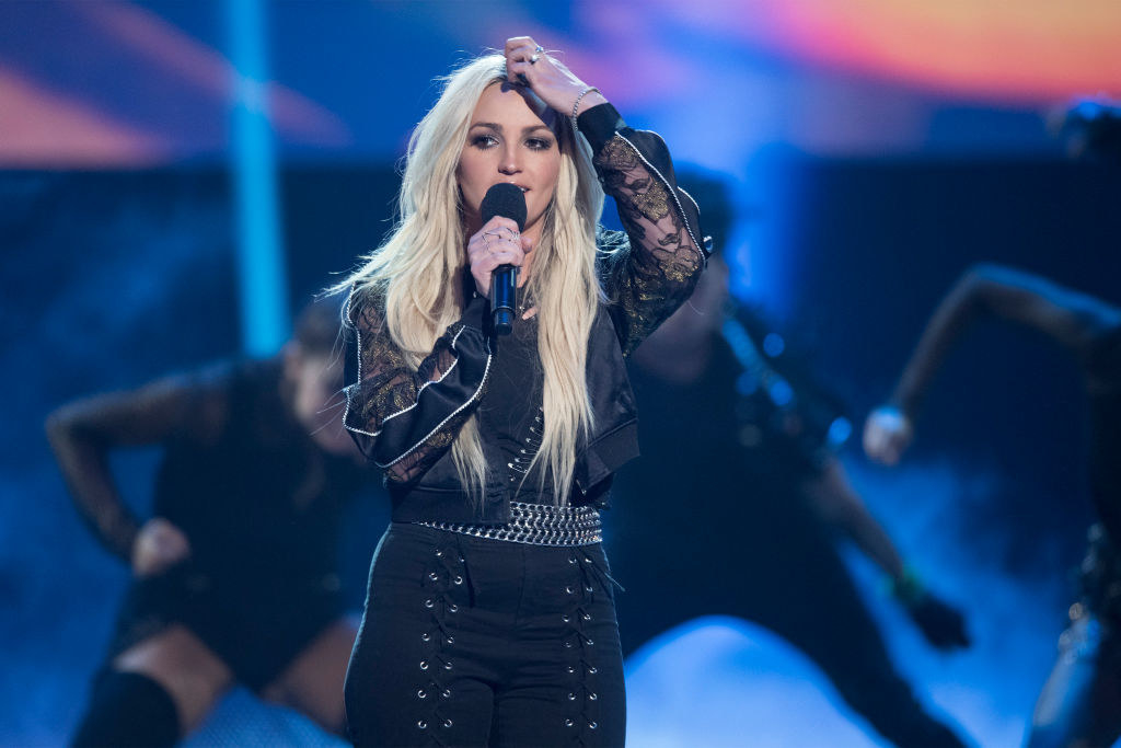 Jamie Lynn performing at the Radio Disney Music Awards