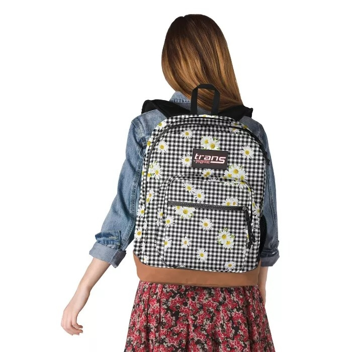 The gingham backpack with daisies