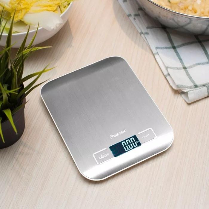 The Insten kitchen scale