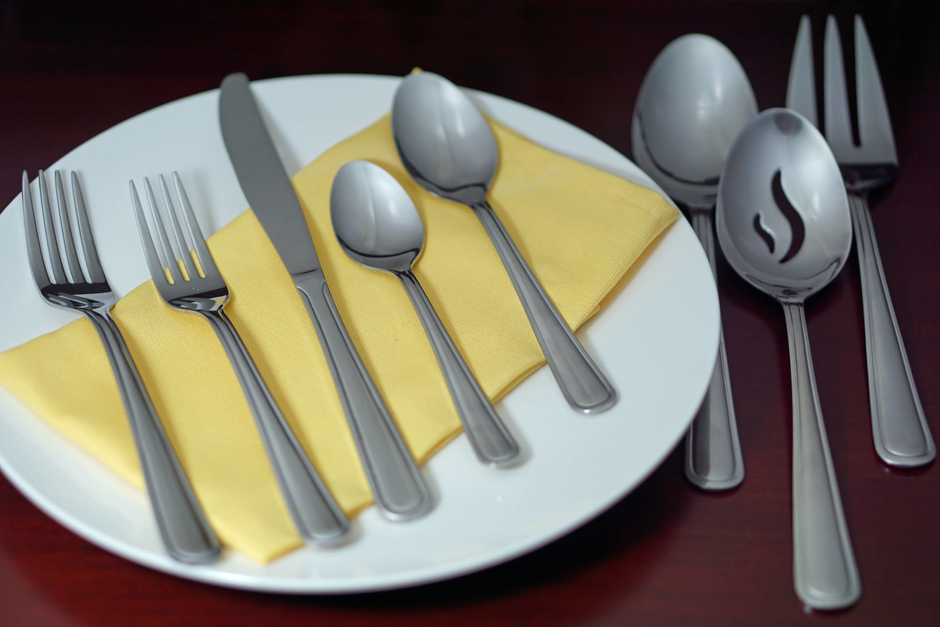 The45-piece stainless steel flatware set