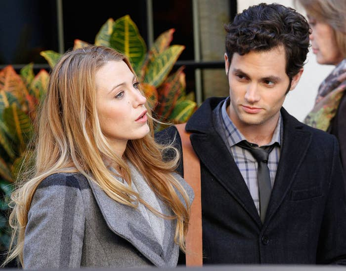 """Blake Lively and Penn Badgley on the set of """"Gossip Girl"""""""