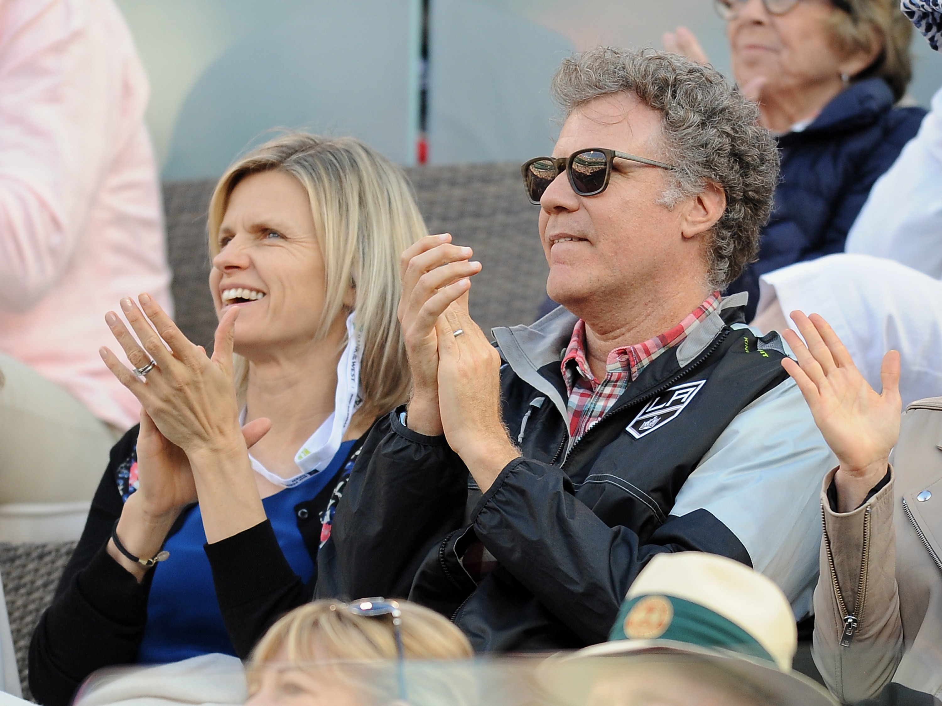 clapping at a tennis match