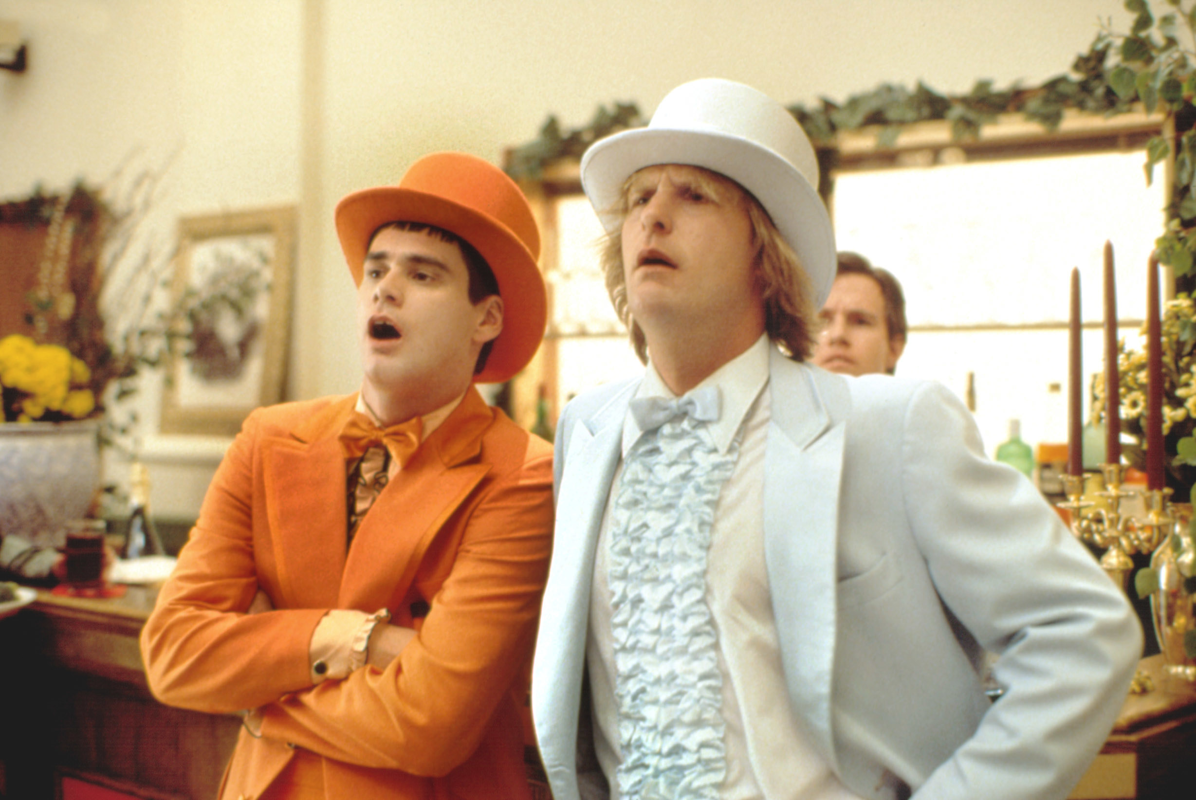 Jim Carrey and Jeff Daniels looking great in their suits