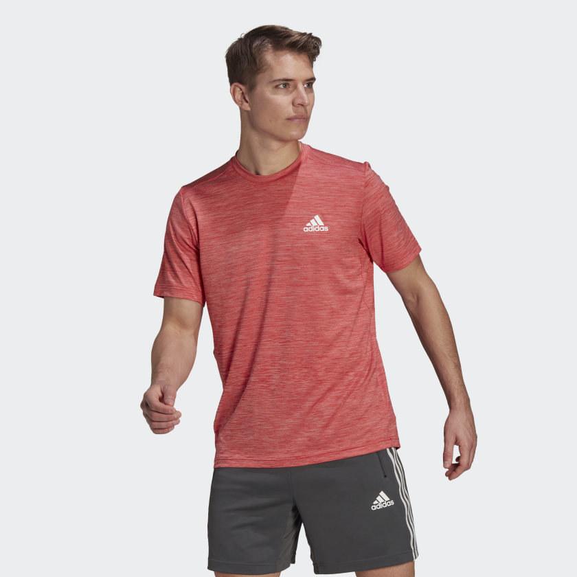 model wearing red t shirt