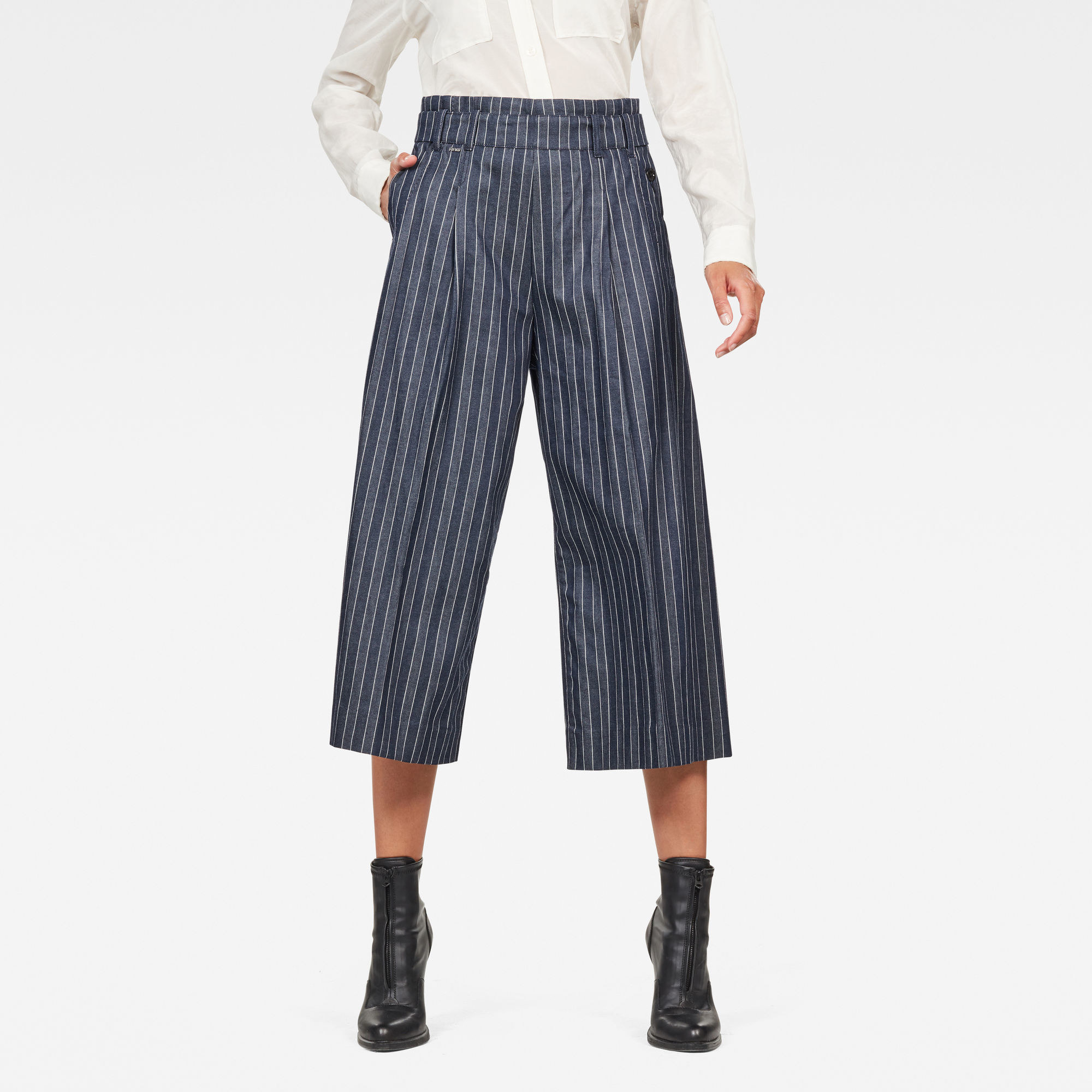 A model in the culottes