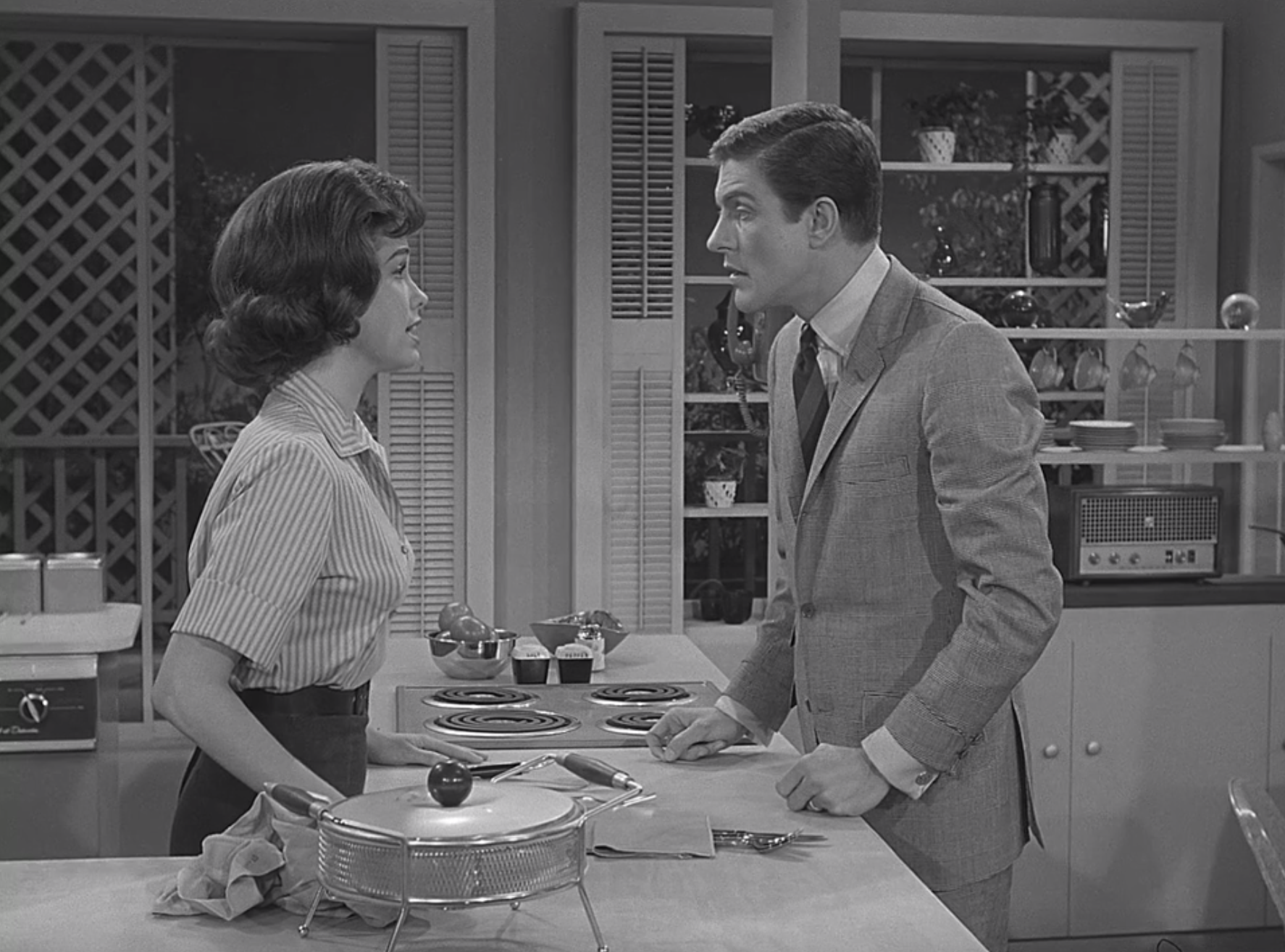 """Mary Tyler Moore and Dick Van Dyke have a conversation in the kitchen as Laura and Rob on """"The Dick Van Dyke Show"""""""