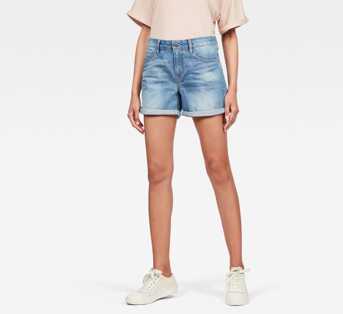 A model in light wash baggy denim shorts