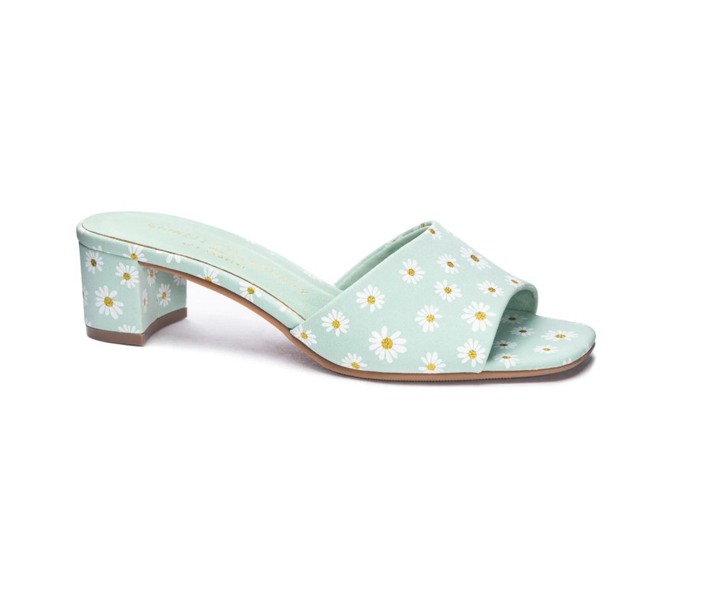 the lana slide sandal in green daisy