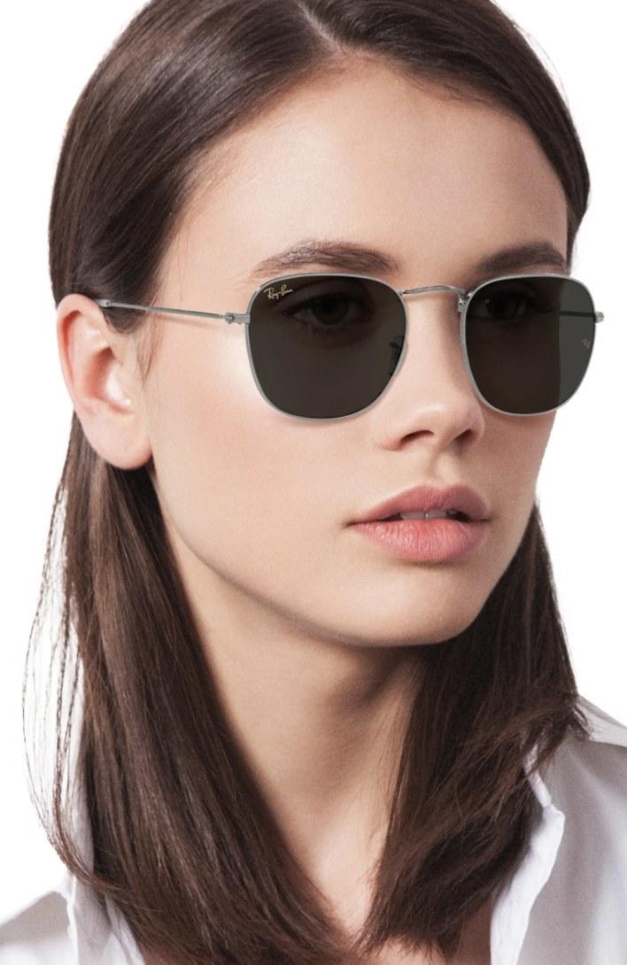 the square sunglasses in gun metal/ dark gray