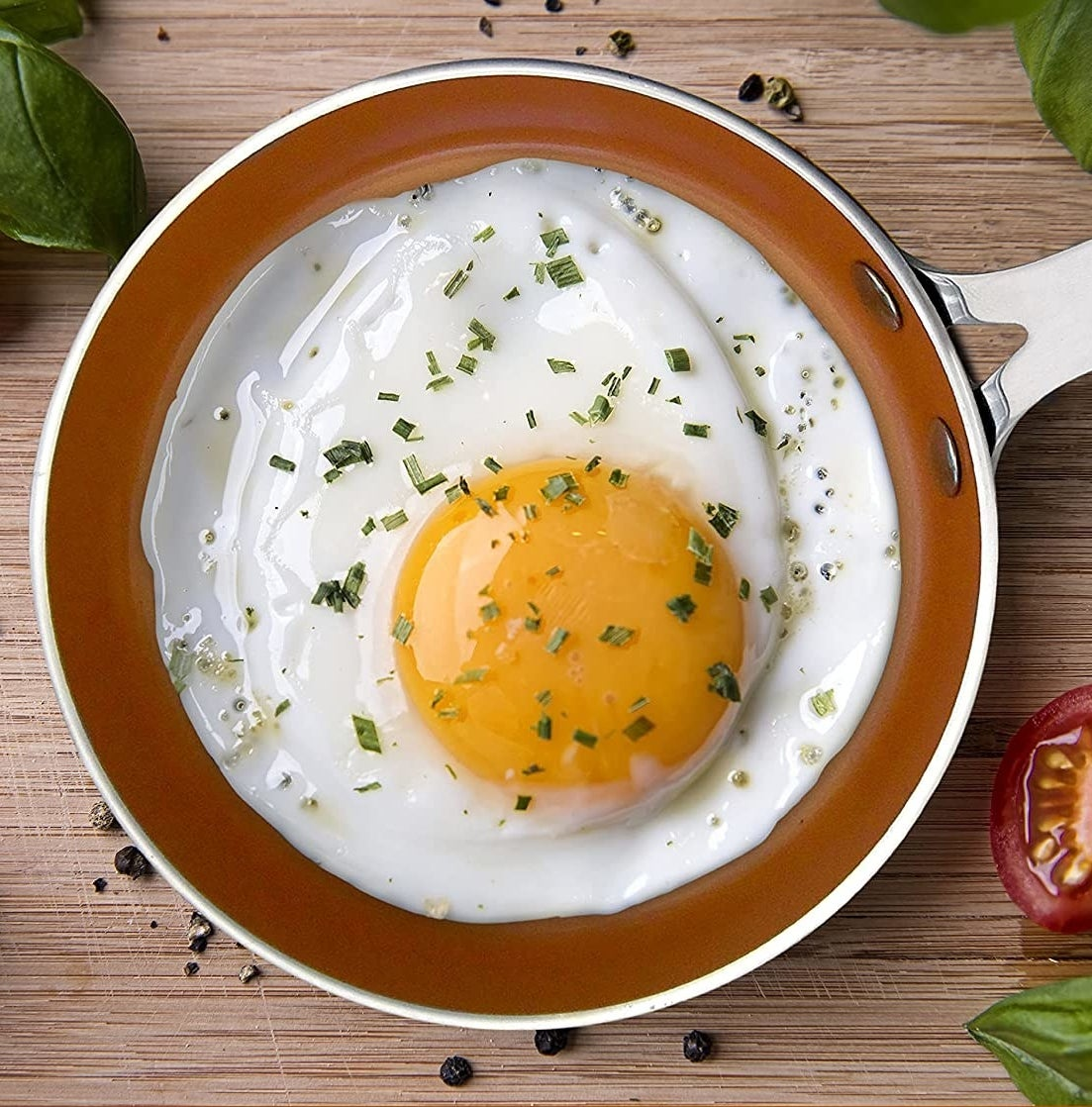 A fried egg that fits perfectly in the non-stick skillet