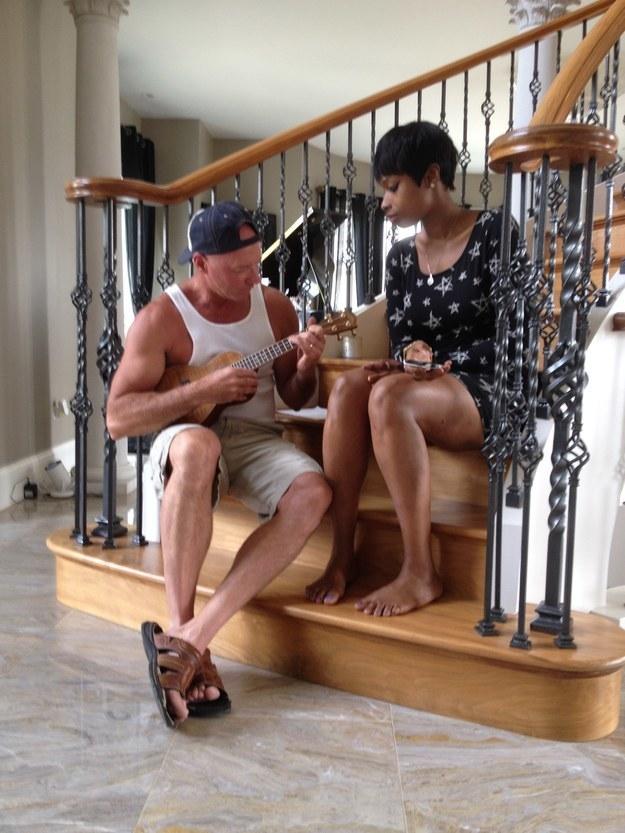 A fan playing ukulele with Jennifer Hudson