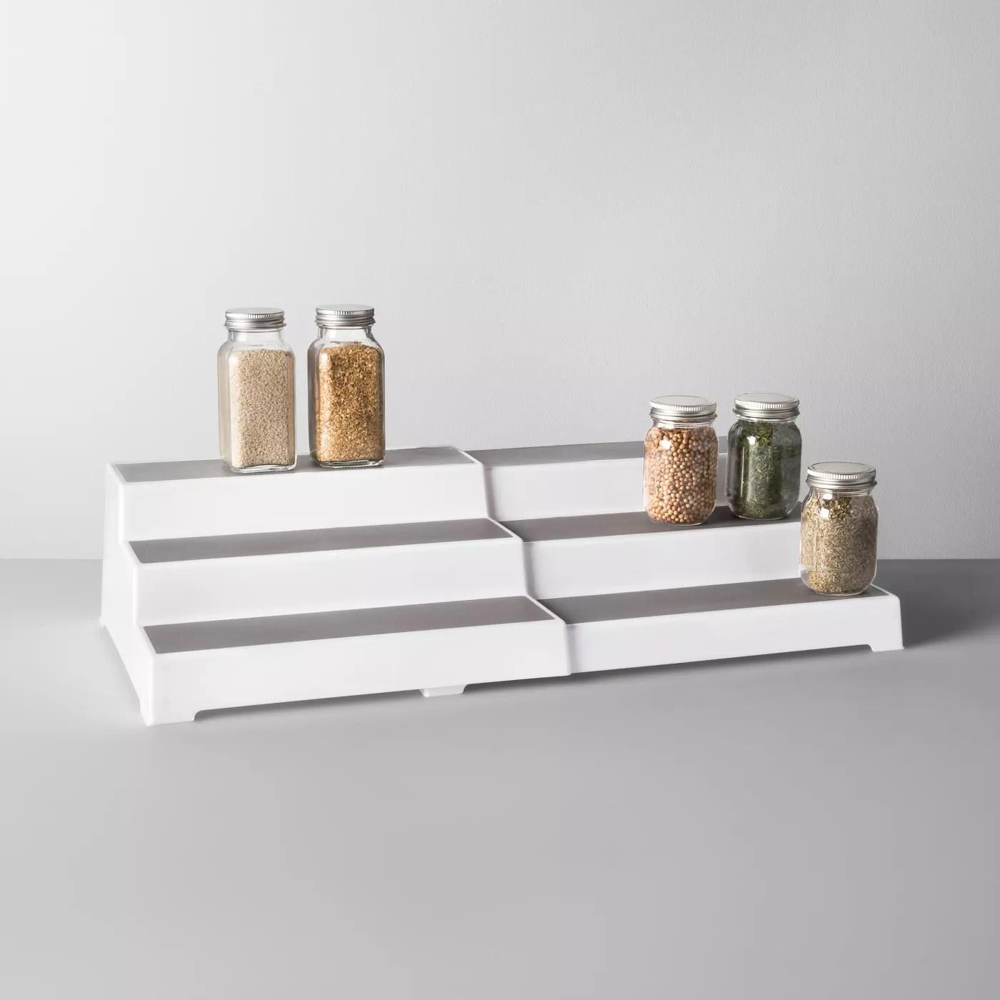 An expandable shelf