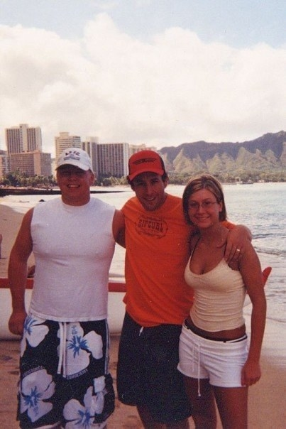 A fan and her husband posing with Adam Sandler in Hawaii