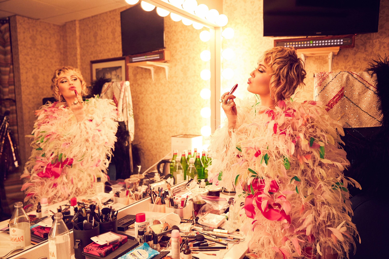 Miley Cyrus backstage