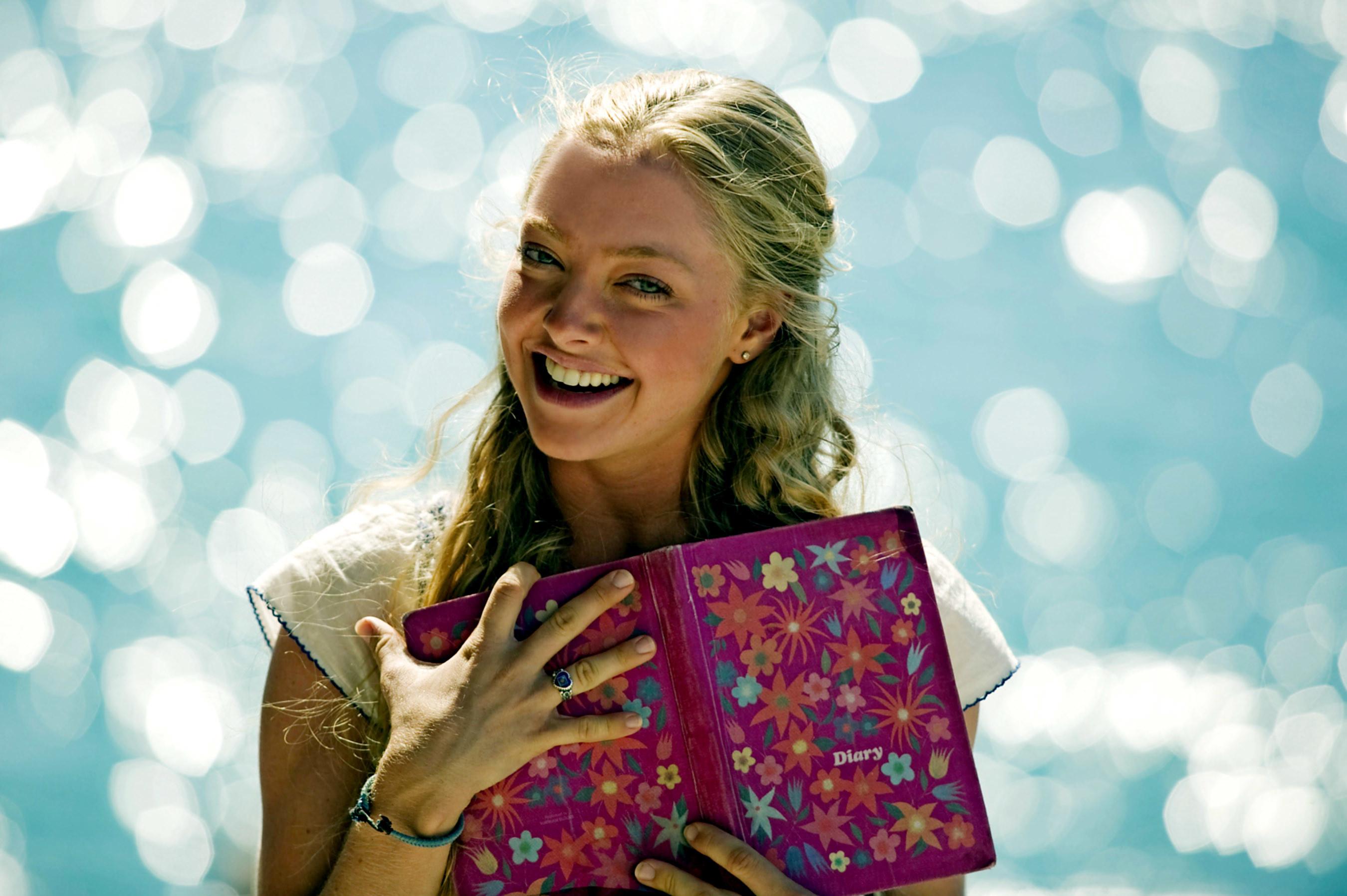 Amanda Seyfried holding a diary.