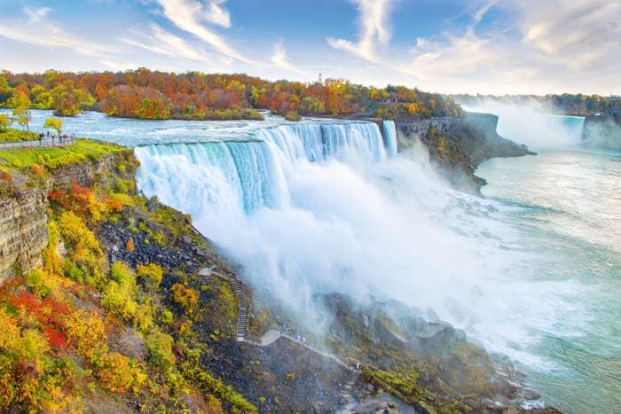 giant waterfall of niagara falls