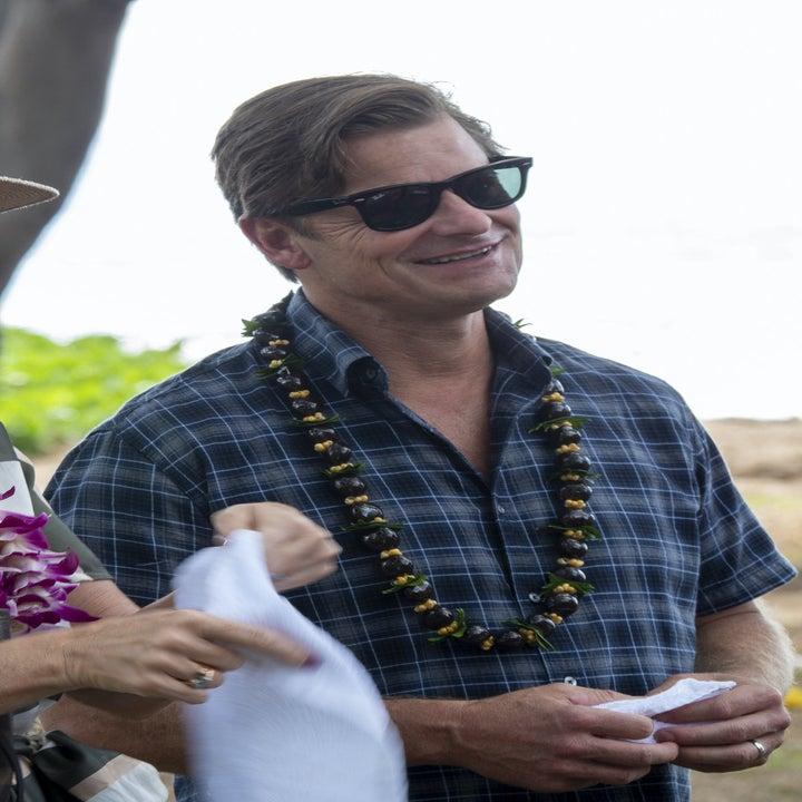 Steve Zahn wears a lei near the beach