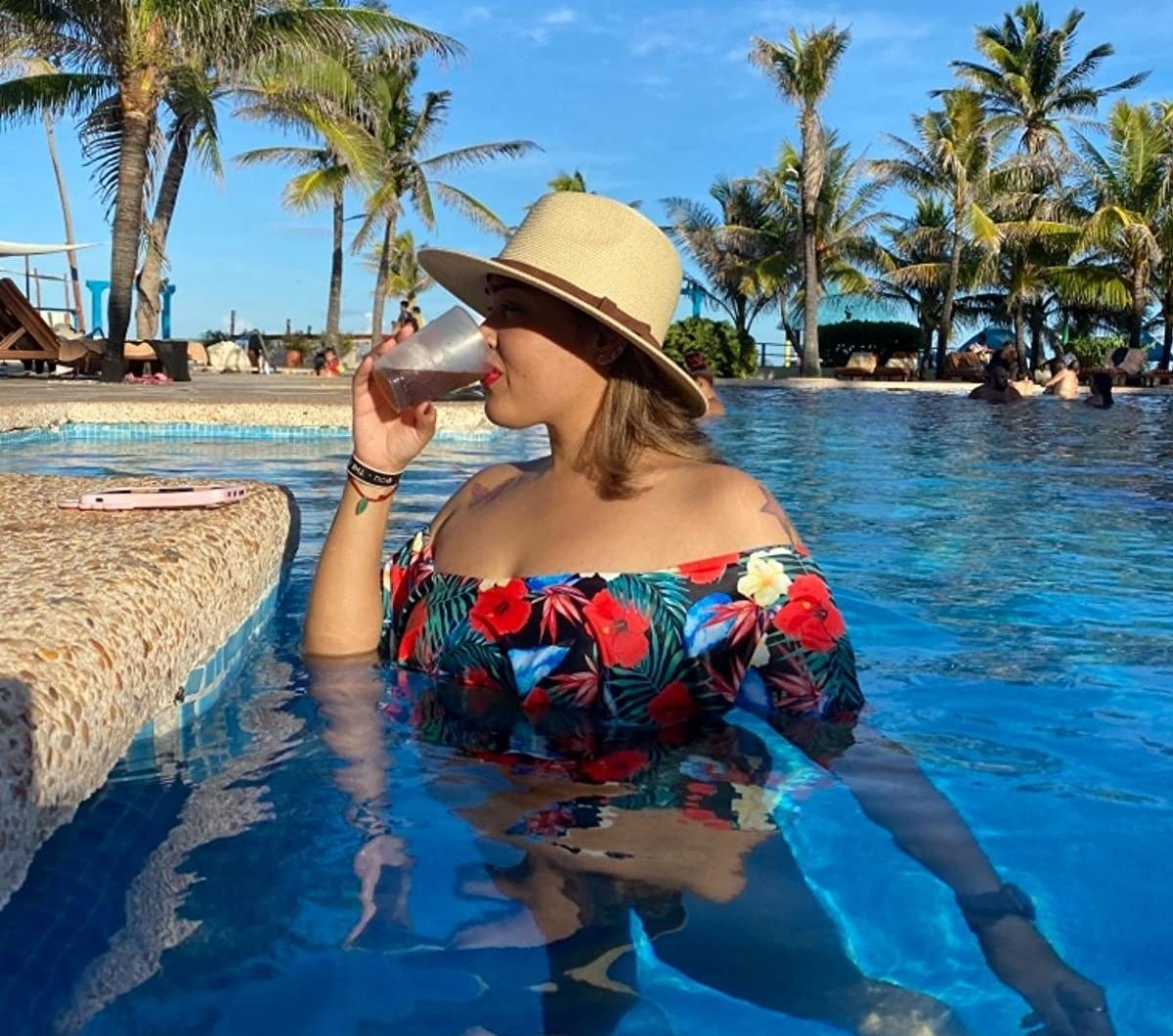 reviewer wearing the straw panama hat