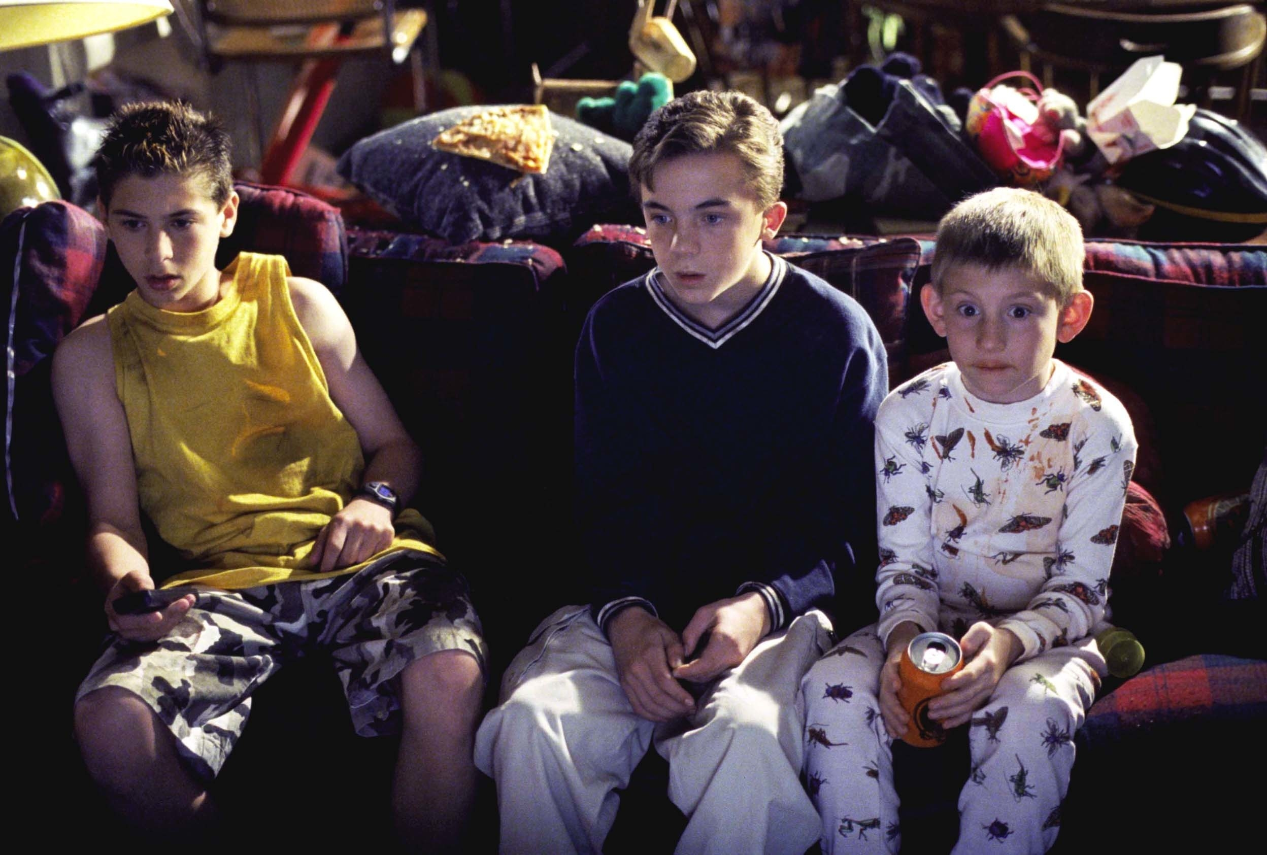 Frankie Muniz as Malcolm with his brothers in Malcolm in the Middle